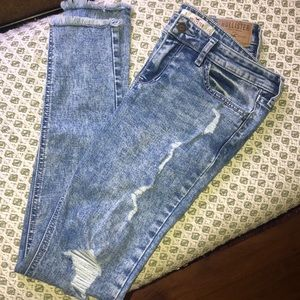 🏝👖Hollister Distressed Skinny Jeans 5R/W27
